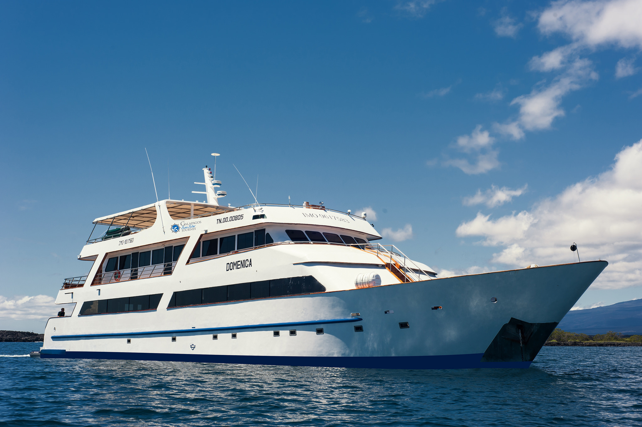 galapagos adventure cruise